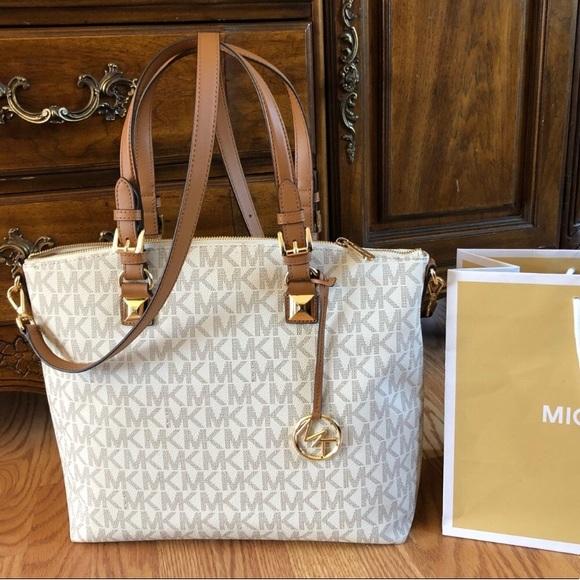 e390a0e23c76 $298 Michael Kors Purse MK Jet Set Bag Handbag. Listing Price: $125.00